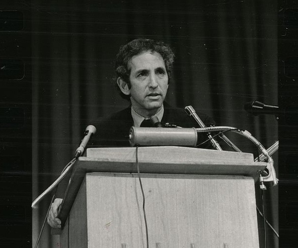 Daniel Ellsberg, speaking at a press conference in New York City in 1976. Library of Congress